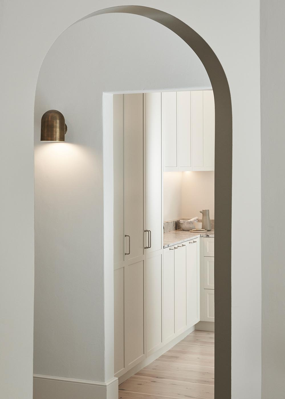 An emphasized curved arch and feature lighting are a subtle nod to Art Deco design elements.