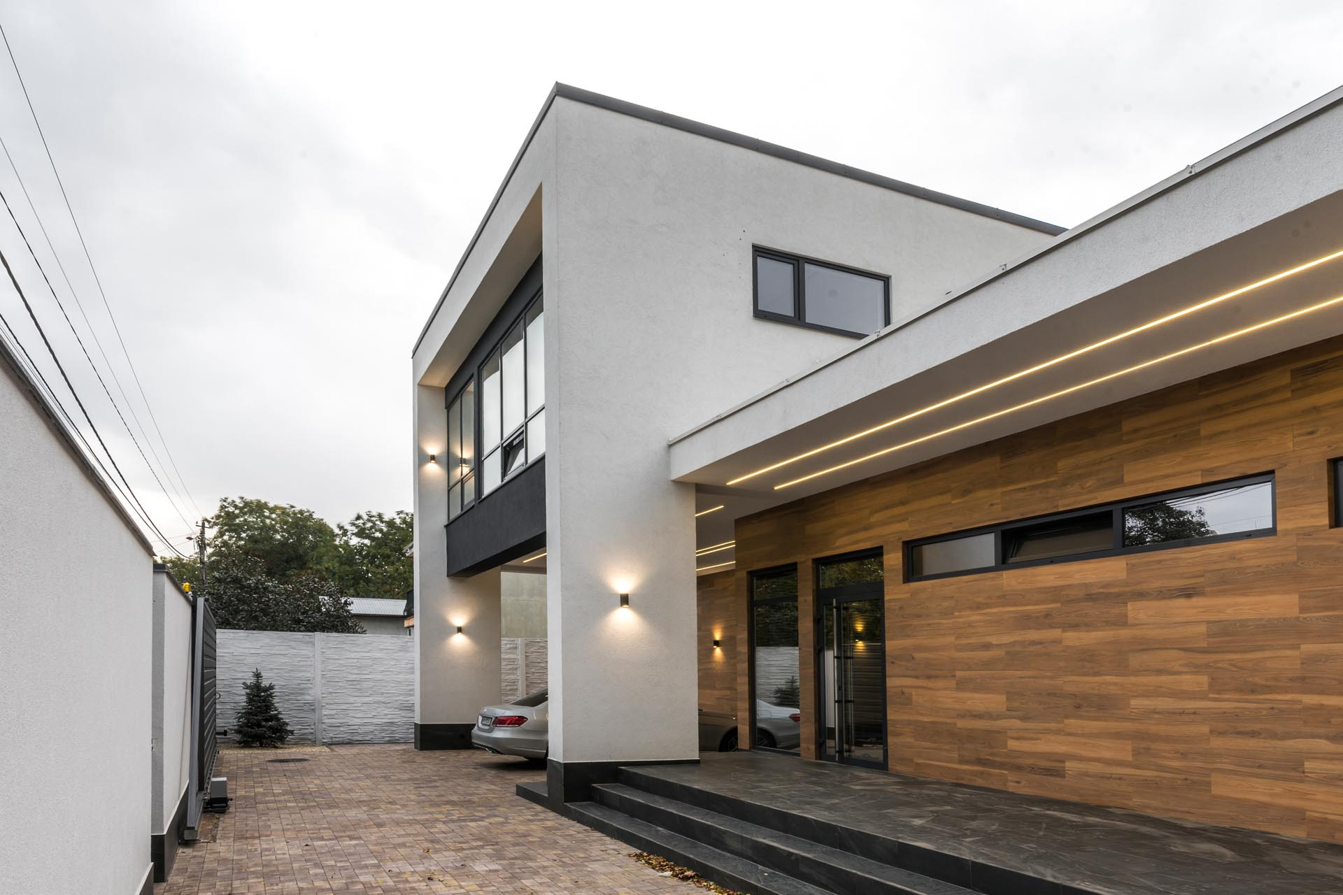 A modern home with wood-like tiles and matte black accentson the exterior.