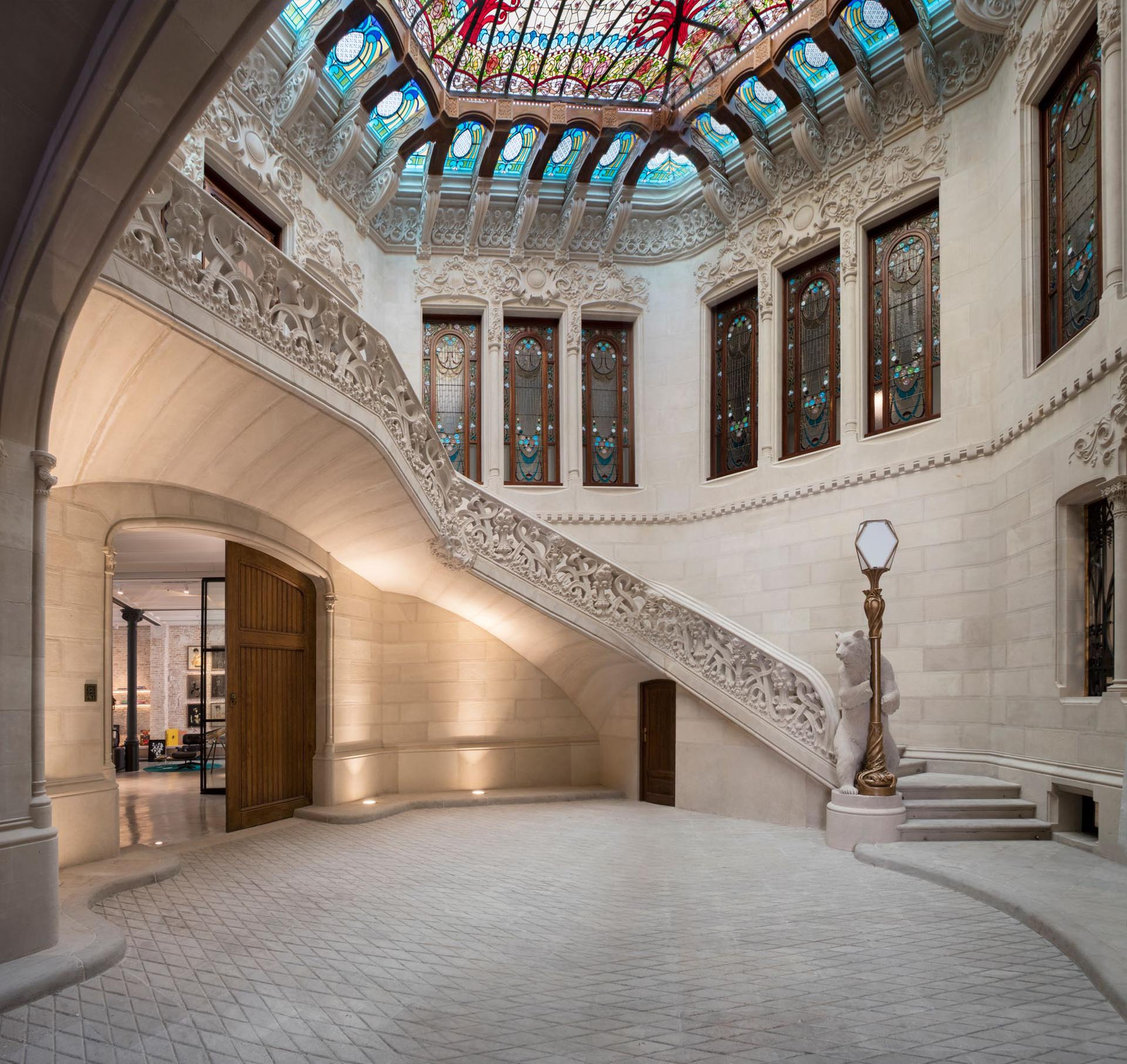 Casa Bures was originally commissioned back in 1905 by Catalan textile magnate Francesc Bures and built by Gaudi contemporary Francesc Berenguer.