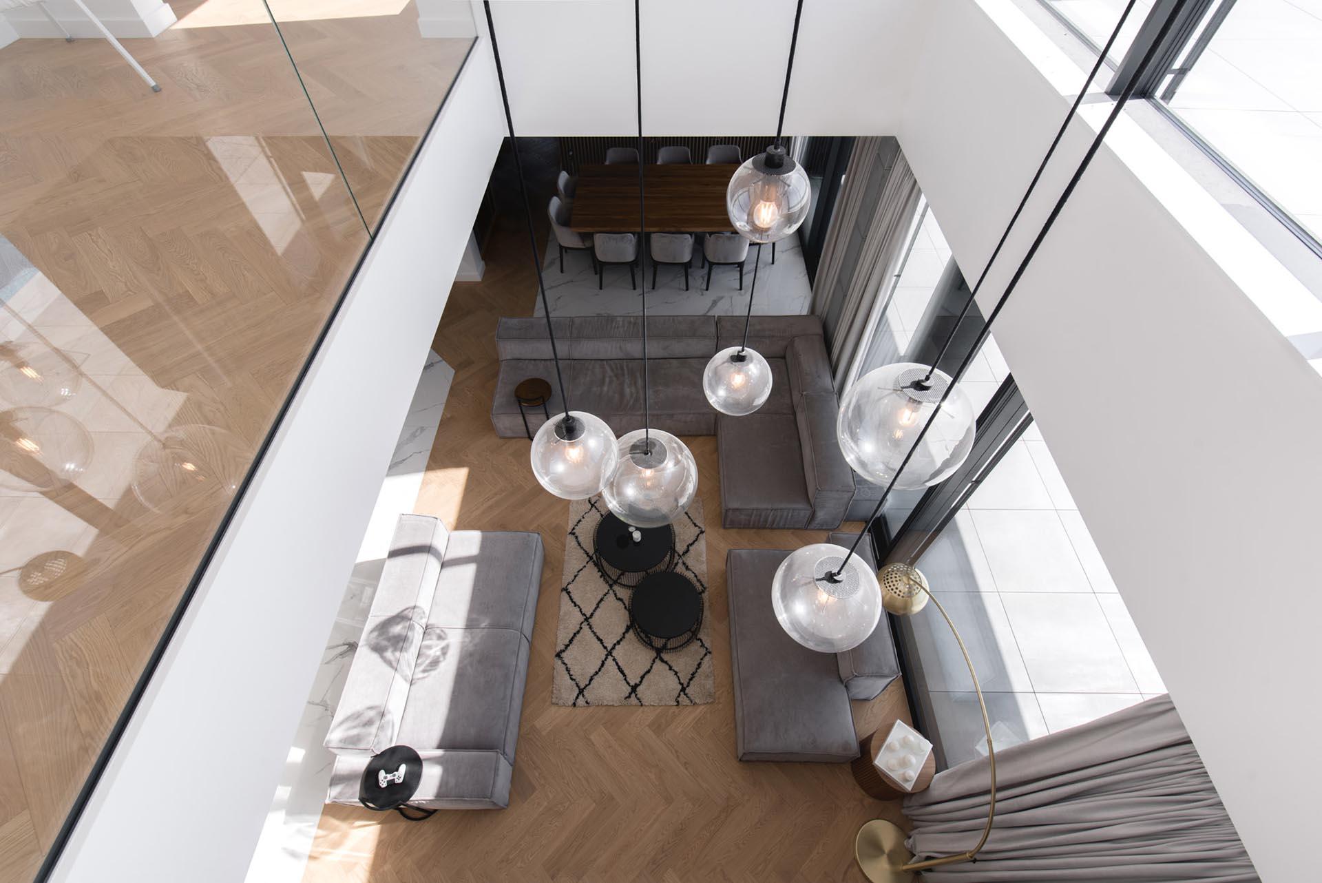 A second floor void overlooks the living room below.