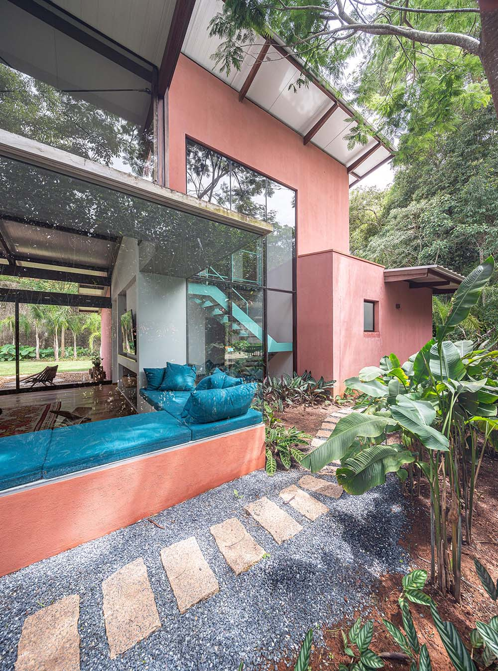 Rocco Arquitetos has completed the 'Itauba House' in Sao Paulo, Brazil, that includes a wrap-around corner window bench as part of the overall design.
