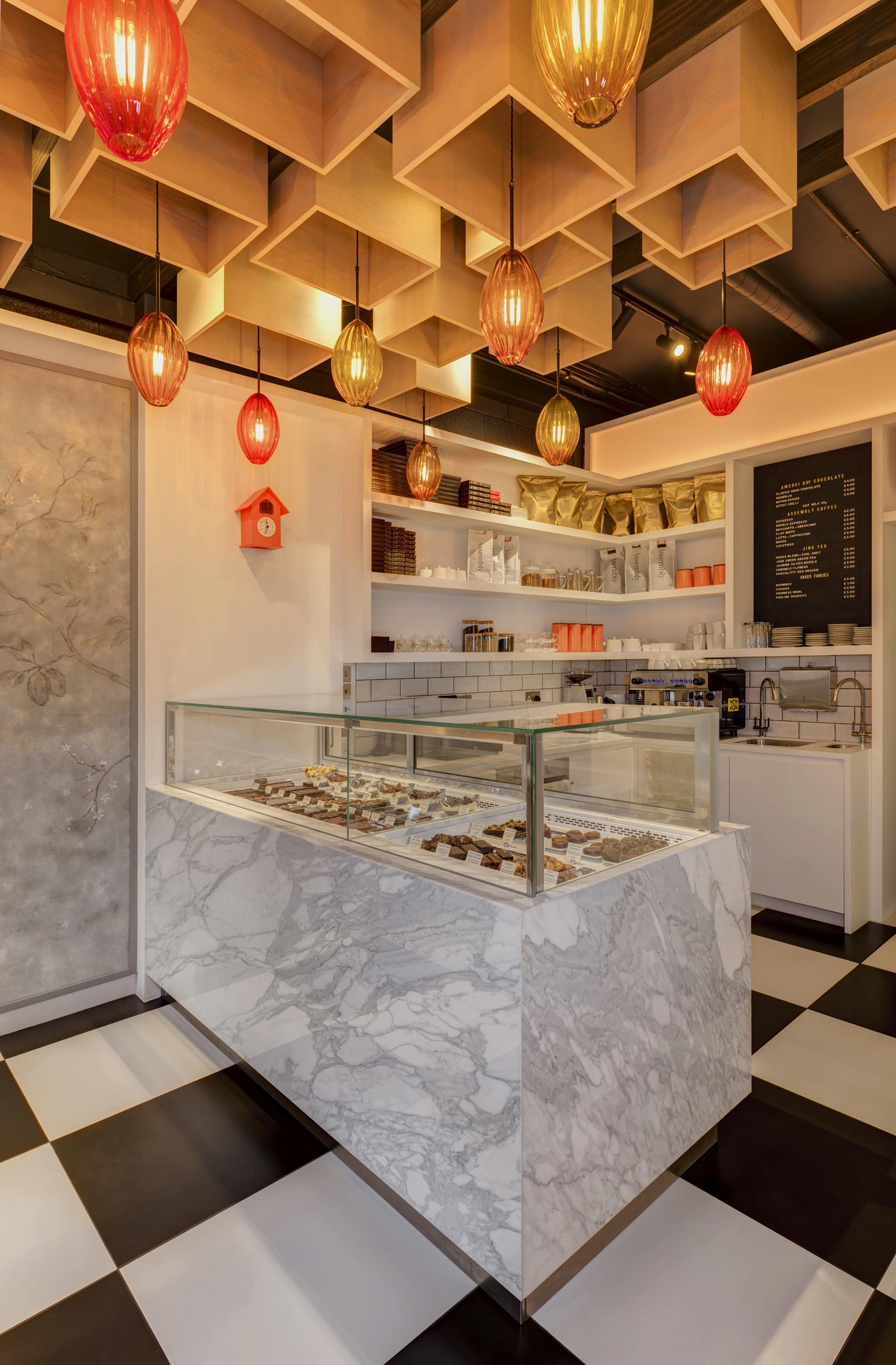 Central to this retail interior is a bespoke Calacatta marble clad climate controlled display cabinet that used for displaying individual chocolates and patisserie.
