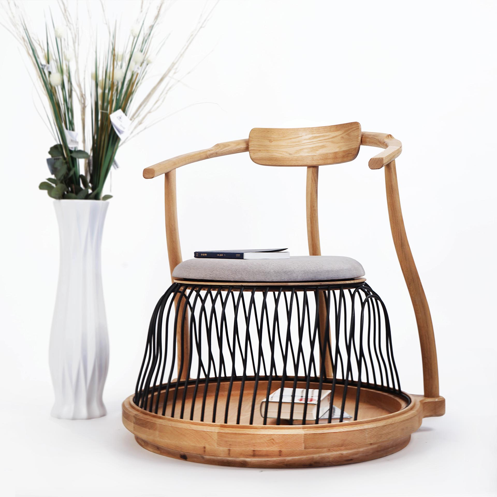 Acorn Leisure Chair Multipurpose by Wei Jingye, Chen Yufan and Wang Ruilin.