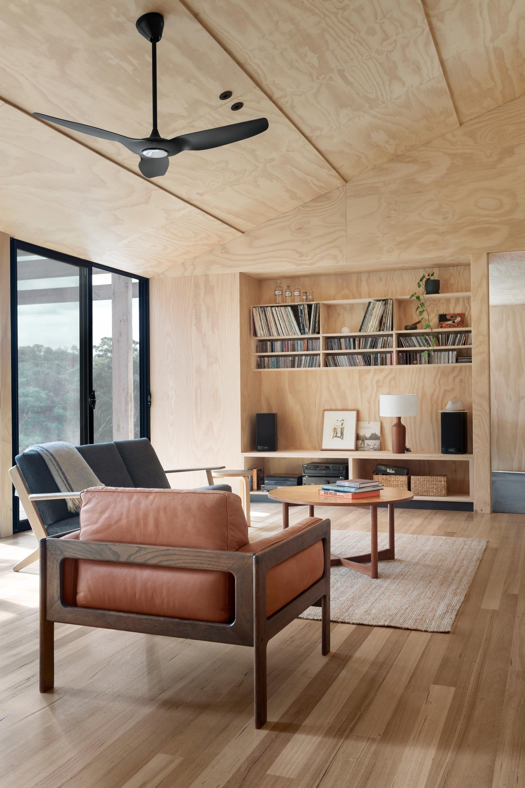 The plywood sheets that were used to line this living room ceiling are overlapped to break up the large surface and to utilize full sheet widths with no cuts required, and therefore resulting in no waste.