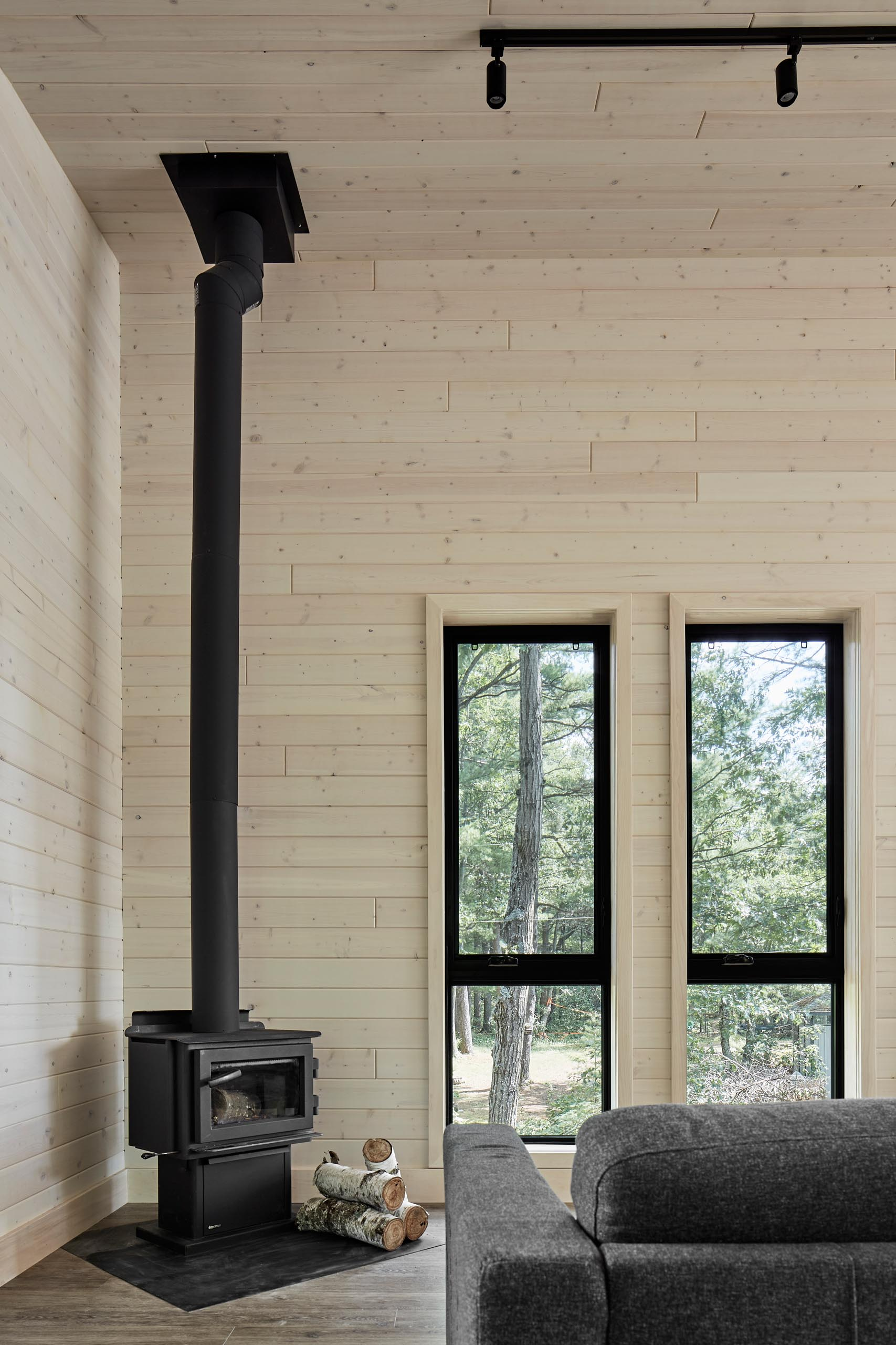 A modern cottage with a matte black fireplace.