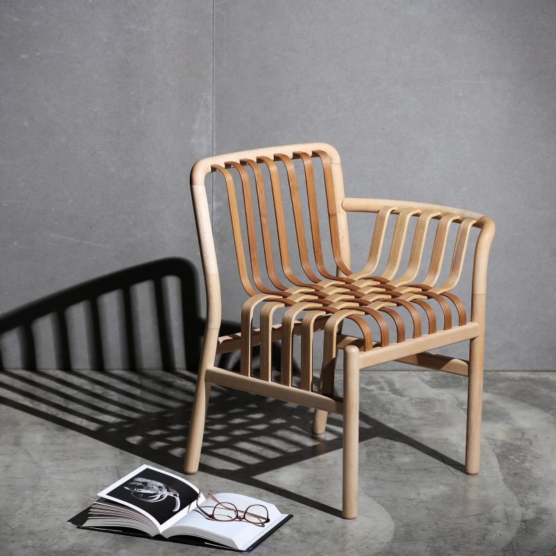 Inspired by the waterfall, the back and armrests of this chair flow downward in a beautiful lattice pattern, symbolizing the fusion of wood and bamboo, and the fusion of Eastern and Western cultures.