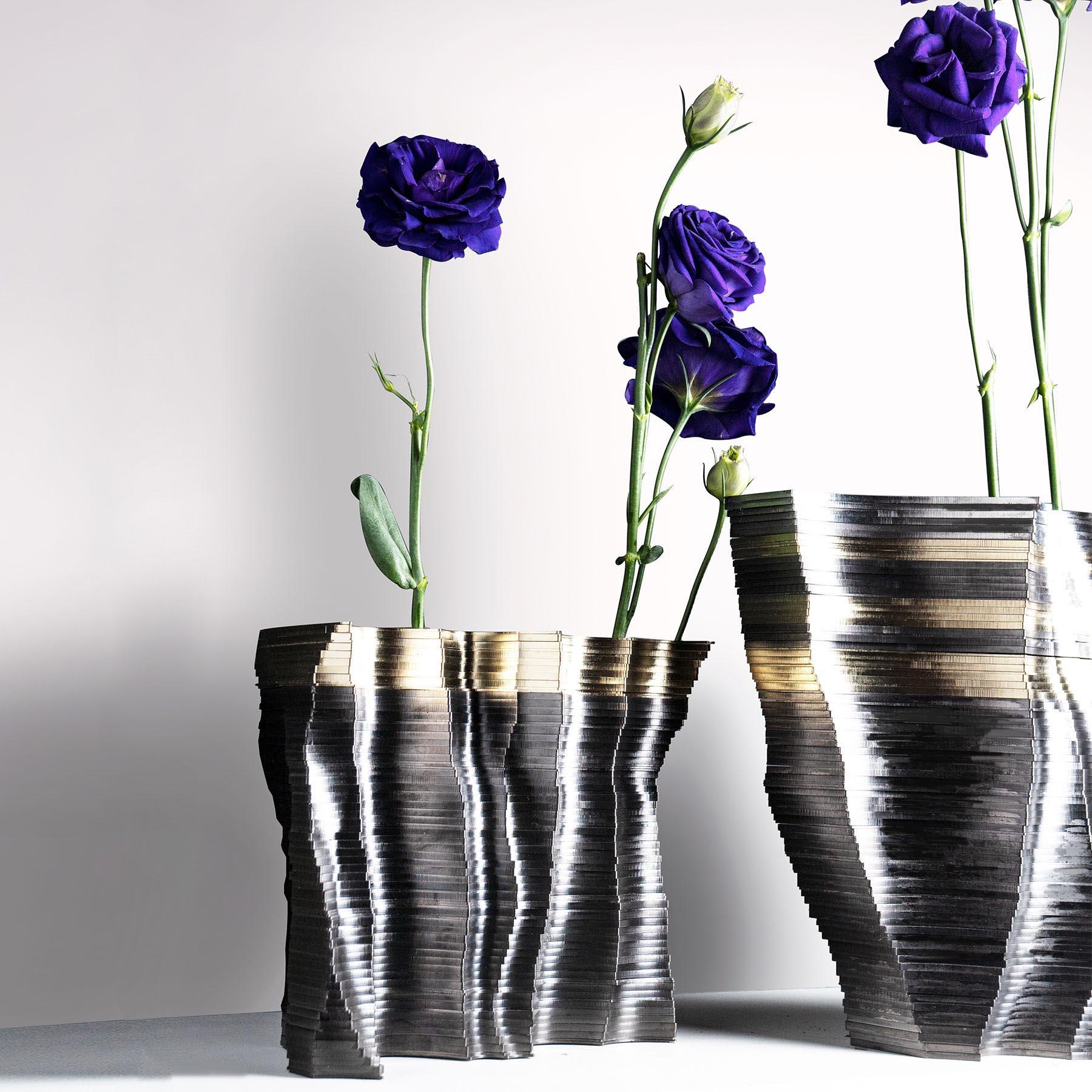 A modern vase set.