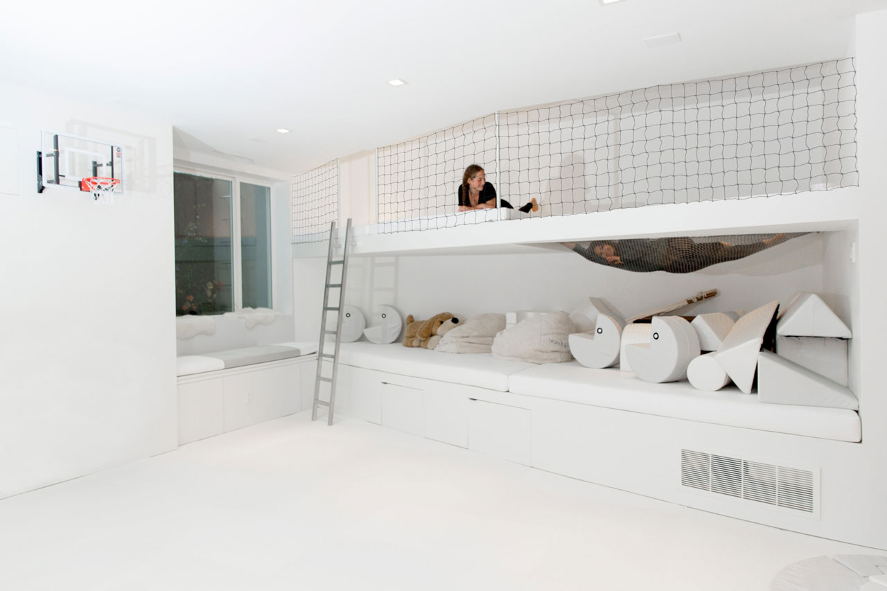 A two-tiered loft space with a netted area was designed as a place for hanging out or for sleepover parties. Additional storage space can be found underneath the lower level.