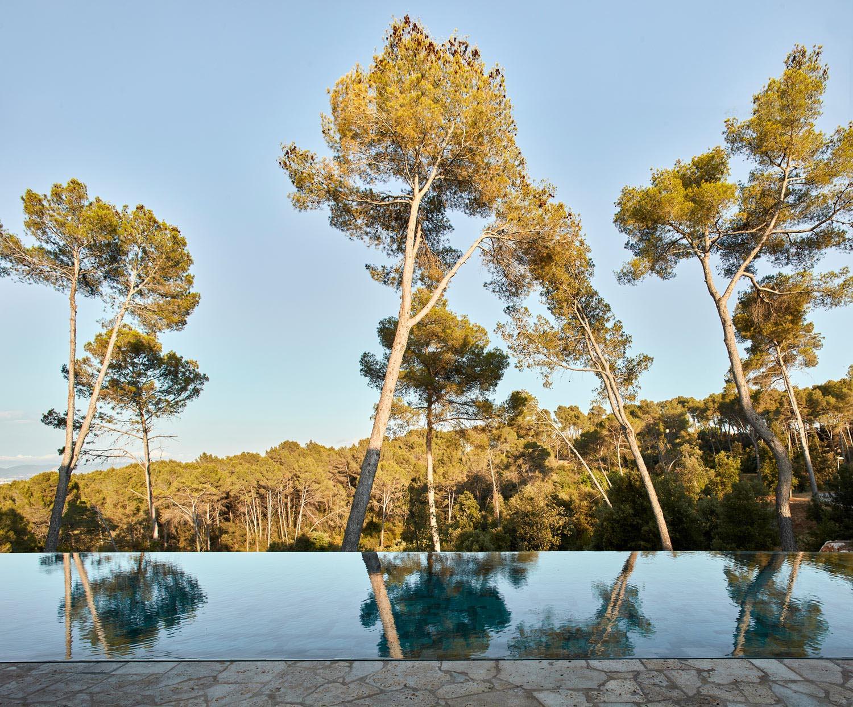 A modern infinity edge swimming pool.