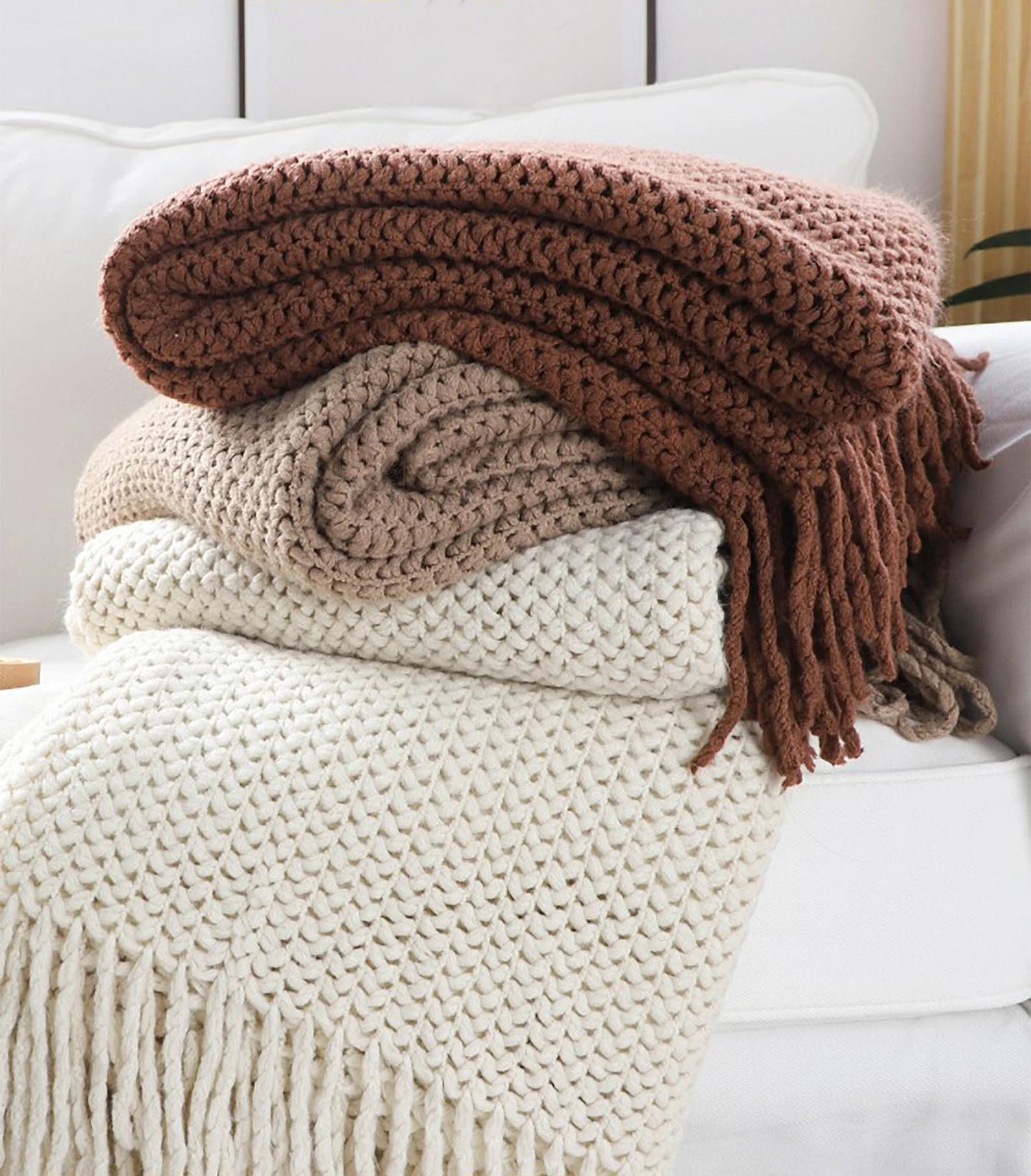 Modern Fall Decor Ideas - Criss-Cross Knited Throw Blanket.